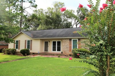 Single Family Home For Sale: 304 Raintree Dr