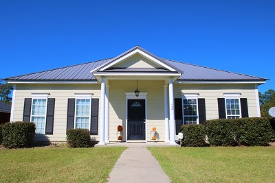 Lee County Single Family Home For Sale: 128 Summerfield Drive