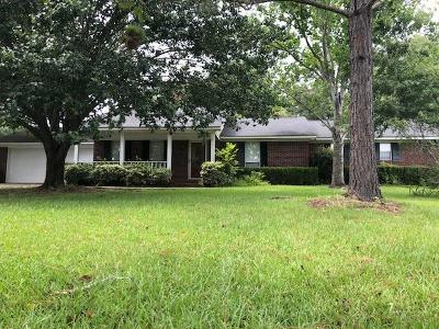 Lee County Single Family Home For Sale: 121 Pine Lakes Circle