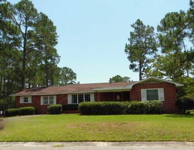 Single Family Home For Sale: 1310 Robin Street