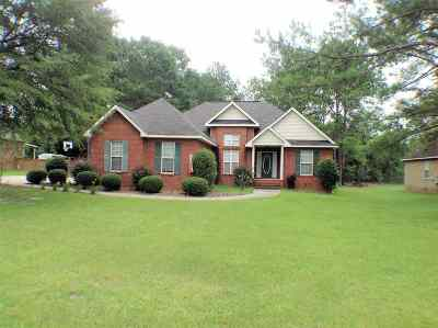 Perry Single Family Home For Sale: 212 Quinelle