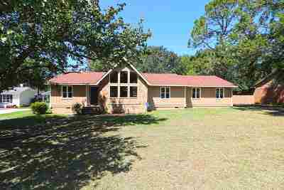 Perry Single Family Home For Sale: 104 Pinewood