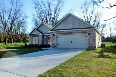 Perry Single Family Home For Sale: 109 McEwen Court