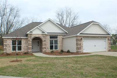 Perry Single Family Home For Sale: 104 McEwen Court