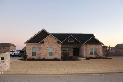 Kathleen Single Family Home For Sale: 144 Addington Drive