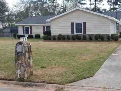 Perry Single Family Home For Sale: 900 S Chapel Ridge Drive