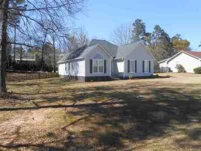 Macon Single Family Home For Sale: 211 Jordan Forest Drive