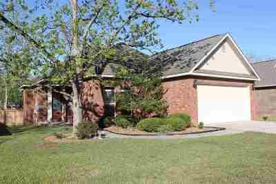 Kathleen Single Family Home For Sale: 205 Greythorne Drive