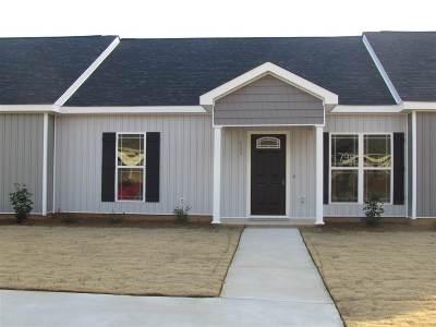 Single Family Home For Sale: 111 Grayton Way