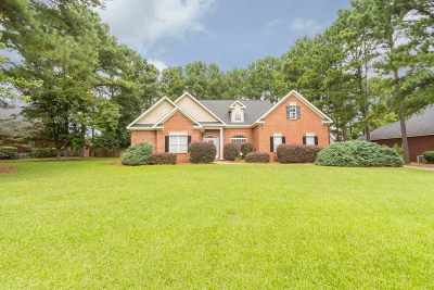 Single Family Home For Sale: 320 Royal Crest Circle