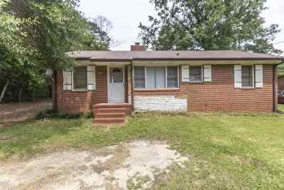 Perry Single Family Home For Sale: 704 Pine Ridge Drive