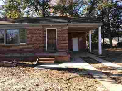 Single Family Home For Sale: 115 Holly Street