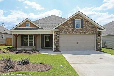 Single Family Home For Sale: 108 Loneoak Tr