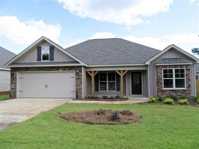 Single Family Home For Sale: 110 Loneoak Tr