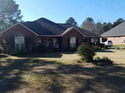 Perry Single Family Home For Sale: 211 Idle Pines Drive