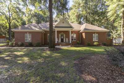 Single Family Home For Sale: 204 Royal Crest Circle
