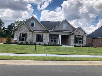 Single Family Home For Sale: 104 Pine Trace Lane