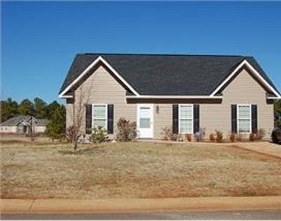 Perry Single Family Home For Sale: 211 Chimney Rock Road