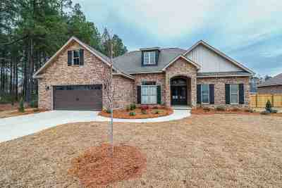 Single Family Home For Sale: 219 Bobtail Run