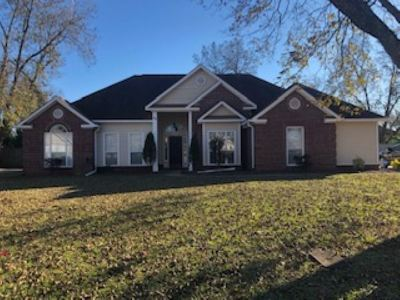 Perry Single Family Home For Sale: 102 Country Squire Road