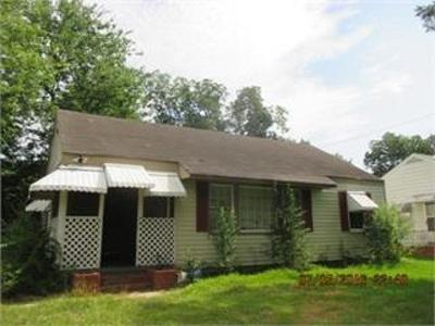 Macon Single Family Home For Sale: 549 Lynmore Cir.