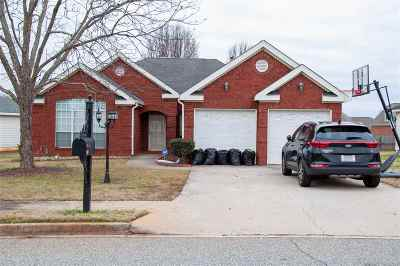 Centerville Single Family Home For Sale: 301 Village Walk