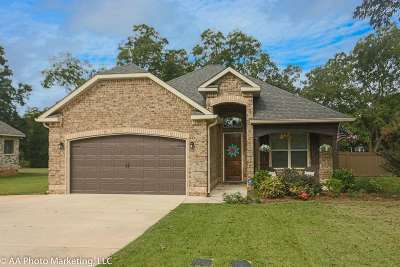 Single Family Home For Sale: 107 Pebble Stone Place