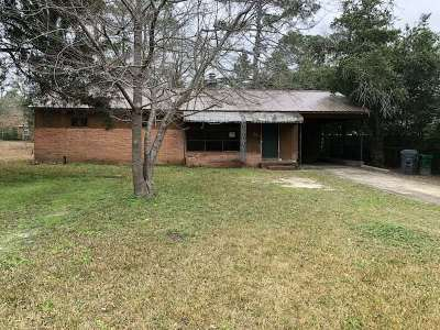 Perry Single Family Home For Sale: 702 Pine Ridge