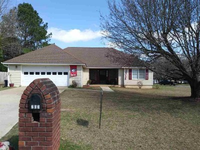 Single Family Home For Sale: 203 Cliff Howard Drive