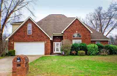 Warner Robins Single Family Home For Sale: 1144 Thornblade Drive