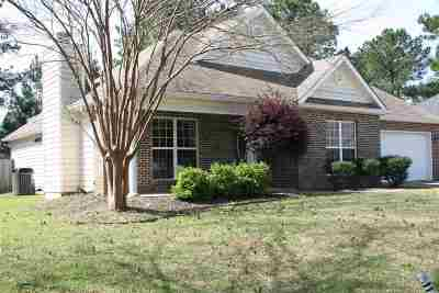 Kathleen Single Family Home For Sale: 213 Wingfield Way