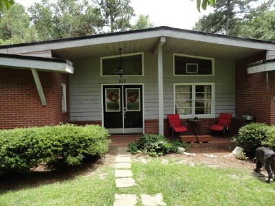 Single Family Home For Sale: 144 Crest Drive