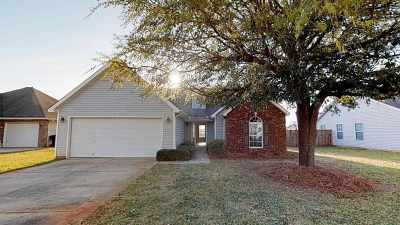 Single Family Home For Sale: 217 Covington Cove