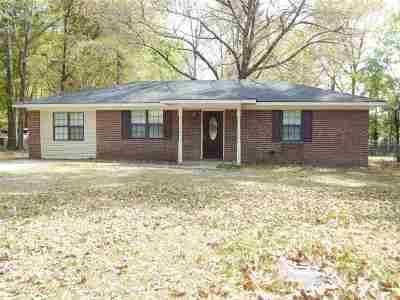 Perry Single Family Home For Sale: 141 Village Blvd
