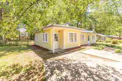 Single Family Home For Sale: 610 Pine Ridge