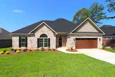 Single Family Home For Sale: 105 Timber Ridge Circle