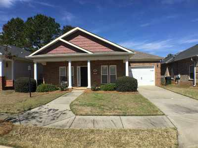 Single Family Home For Sale: 202 Cottage Circle