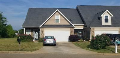 Single Family Home For Sale: 100 Beau Claire Circle