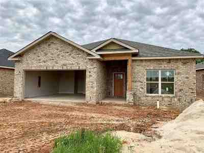 Perry Single Family Home For Sale: 104 Rusty Plow Lane