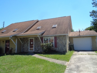 Single Family Home For Sale: 644 Maplewood Dr