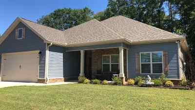 Single Family Home For Sale: 107 New Hope Drive