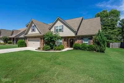 Macon Single Family Home For Sale: 413 Stonecrest Court