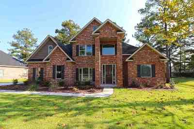Perry Single Family Home For Sale: 104 Bainbridge