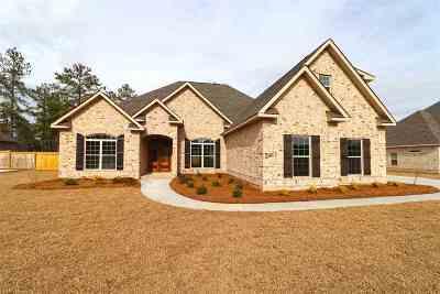 Kathleen Single Family Home For Sale: 243 Woodland Blvd