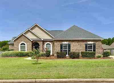 Kathleen Single Family Home For Sale: 137 Addington