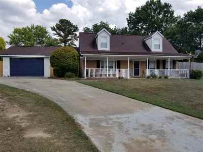 Warner Robins Single Family Home For Sale: 102 Carriage Court