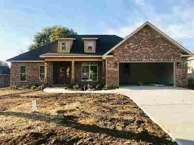 Kathleen Single Family Home For Sale: 304 Hawks Nest Drive
