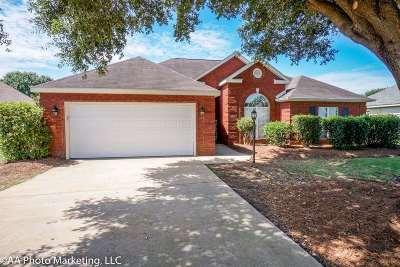 Single Family Home For Sale: 119 Hummingbird Lane