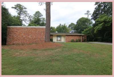 Single Family Home For Sale: 201 Deerwood Circle
