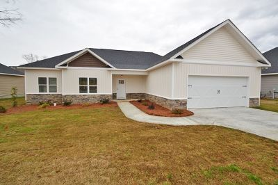 Single Family Home For Sale: 118 Cascades Court